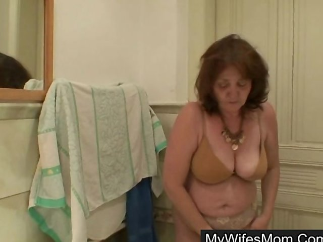 Sex Tubes of His Fat Shaft Buried Deep In His Wife's Mom