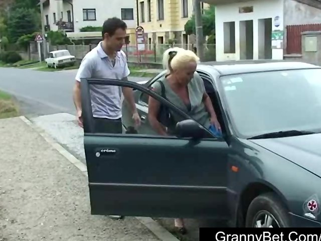 Sex Tubes of Lonely Granny Is Picked Up And Fucked By Horny Guy