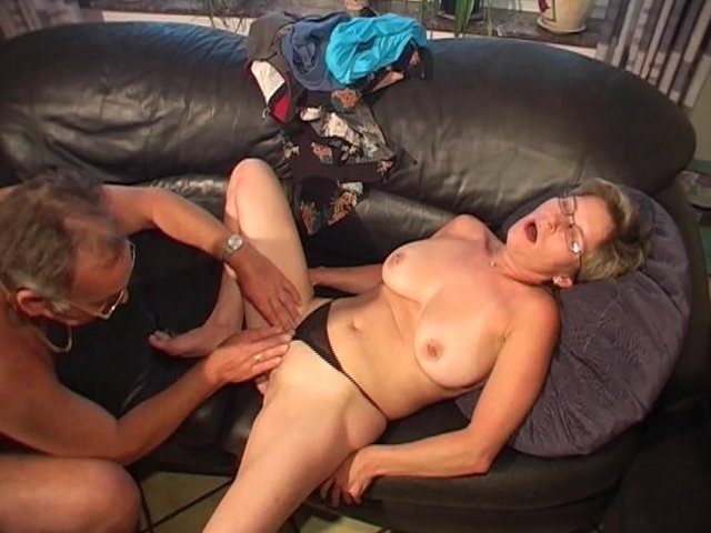 sex having Mature couple oral