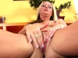 Kirsten rubs her clit till orgasm