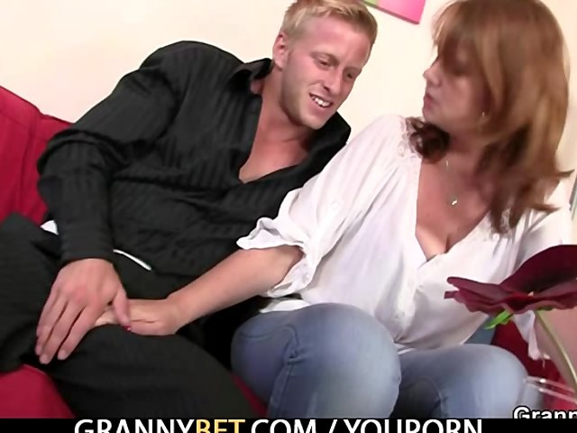 Sex Tubes of He Picks Up A Mom And Bangs Her Hard