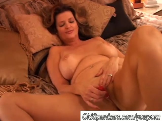image Hot milf amateur squirts during webcam solo