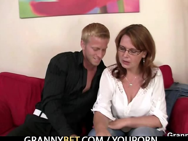 Sex Tubes of A Mom Gets Her Pussy Drilled