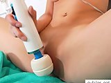 Tiffany Thompson cums on magic wand