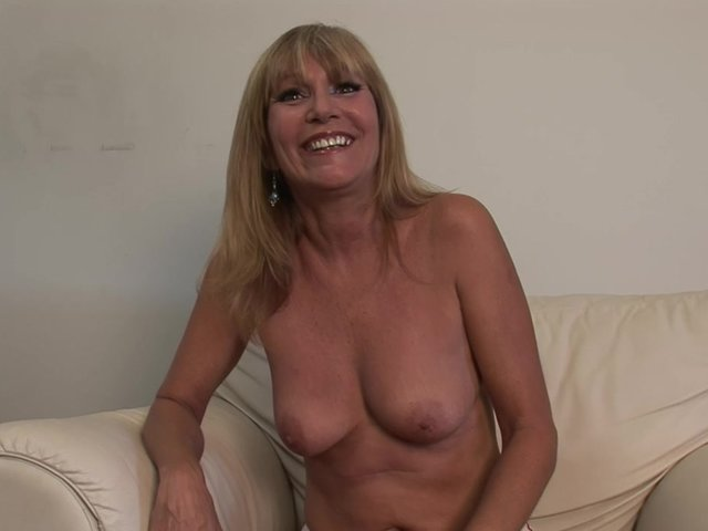 Amatuer milf on hidden cams