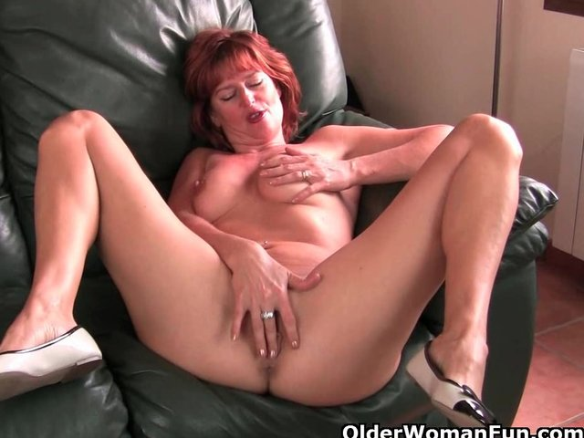 moms play with there pussy