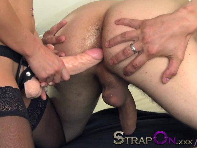 girl strapon boyfriends ass