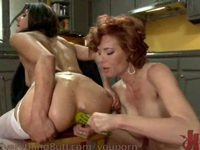 Dyked submissive slut gets tied and licked