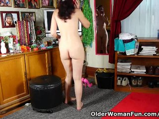 Pantyhosed mom is a compulsive masturbator