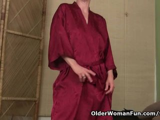 Hairy Cougar Hairy Mature xxx: Hairy mom gets herself off before a date